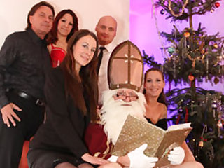 Valeria Jones  Cassie Young  Samy Fox  Big George in Traditional German househodld Xmas - MMVFilms